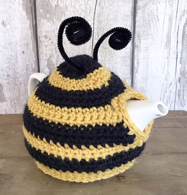 bee tea cosy